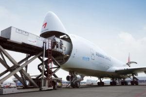 asiana-cargo-plane-loading